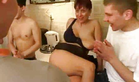 유로 걸리는 포르노 성과 아름다운 여자 작은 포유류에서의 교환을 위해 돈을