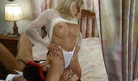 신랑을 보여 아름다운 포르노과 금발 젊은 창녀,여전히 계속 게임
