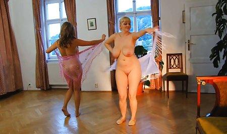 큰 젖은 엉덩이를 성과 아름다운 금발 줄리아 드 루치아 줄리아의 달콤한 단계할